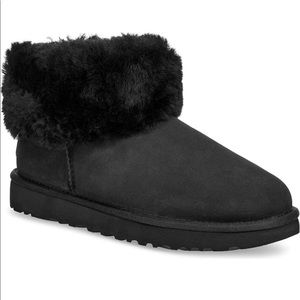 UGG Mini Fluff Shearling Ankle Bootie 6 Black